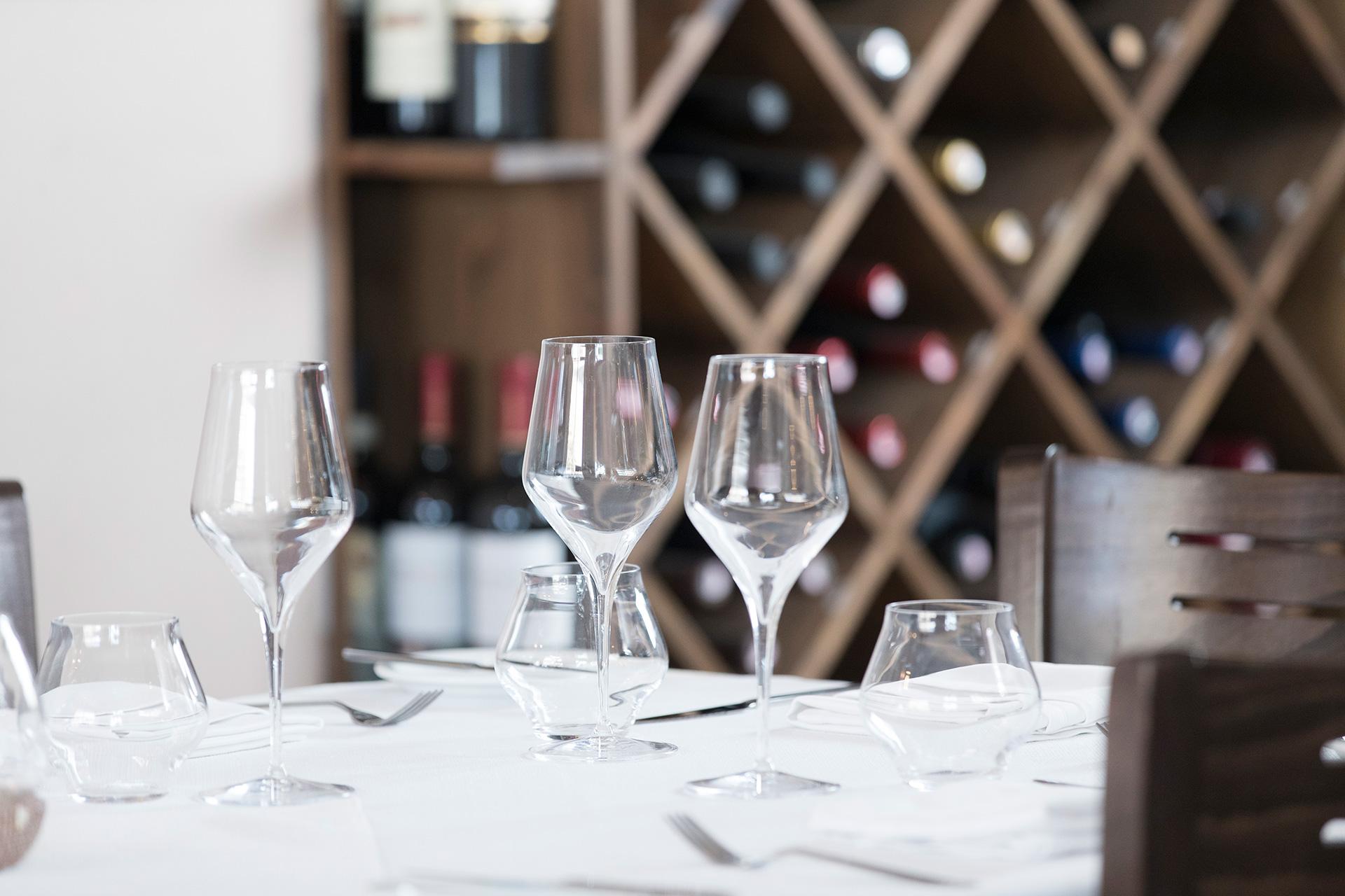wine glasses, Surf N Turf interior